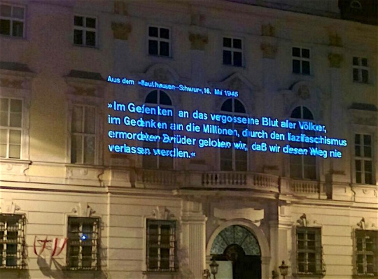 Mauthausen-Schwur – Projektion am Bundeskanzleramt, Ballhausplatz Wien
